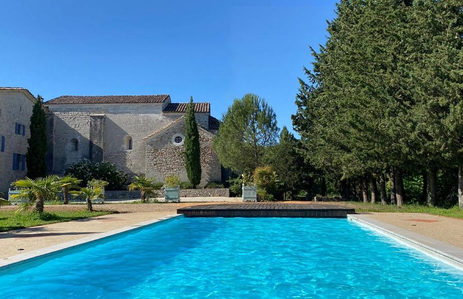 Vue piscine Domaine Notre Dame des Amandiers